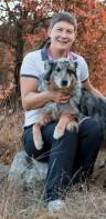 Mateja Nolimal (mednarodna sodnica za delo reševalnih psov, inštruktorica za delo reševalnih psov, aktivna vodnica) in Capa (IRP-PO2, IRP-R2)